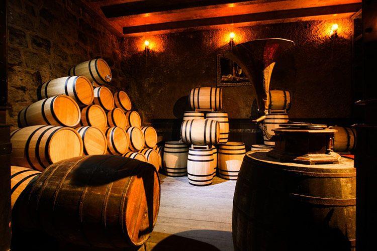 tại sao sản xuất rượu lại sử dụng thùng gỗ sồi