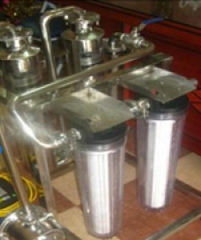 Một loại máy lọc rượu sử dụng công nghệ lọc rượu được quảng cáo trên mạng.