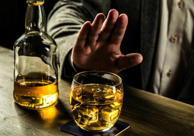 Pha loãng dung dịch rượu không đúng cách sẽ rất khó uống.